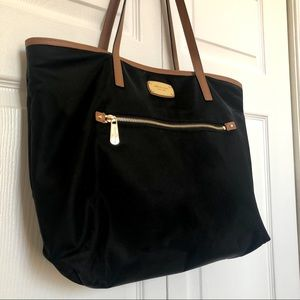 Michael Kors black tote bag with pockets